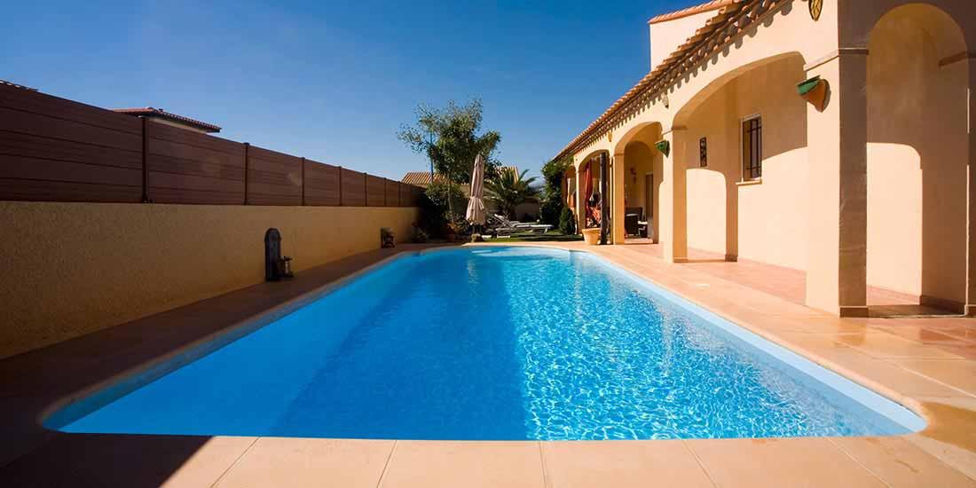Schwimmbad mit absinkendem Boden