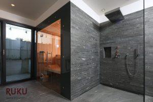 Klassische Sauna in einem dunklen Aussendesign