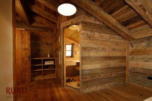 Klassische Sauna im rustikalen Design
