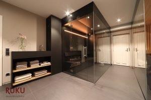 Infrarot Sauna im dunklen Desing von aussen