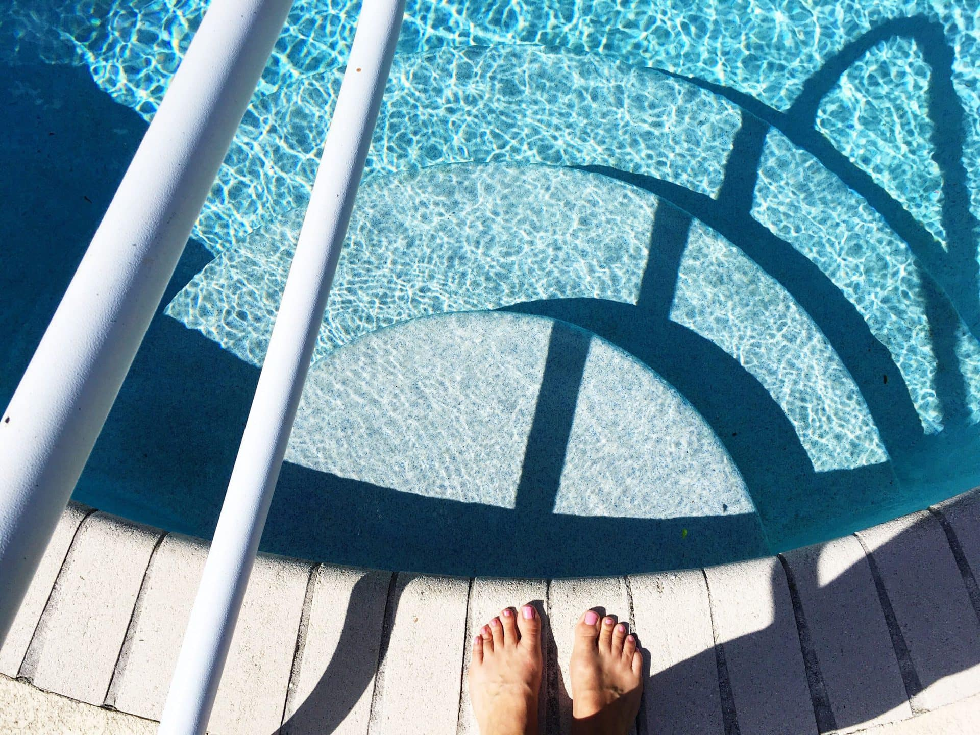 swimming-pool-ZC2FBT3-min